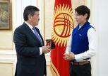 Президент Кыргызстана встретился с артистами балета