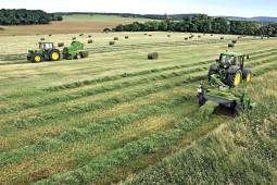 В Белоруссии стартовал второй укос трав