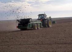 Пятая часть органических удобрений под озимый сев в Белоруссии уже внесена
