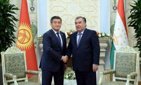Президент Кыргызстана поздравил таджикского коллегу