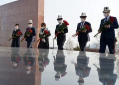 Президент Кыргызстана Садыр Жапаров почтил память героев Апрельской революции