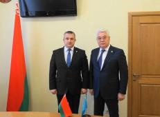 Глава белорусских аграриев встретился с коллегой из Казахстана